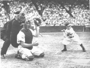 En 1951, le nain Eddie Gaedel arborait le... (Photos archives AP) - image 2.0