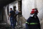 Pendant que les Bagdadiens pleurent les morts de... (AP, Hadi Mizban) - image 3.0