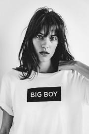 Le look préféré de Charlotte Cardin: t-shirt blanc,... (John Londono) - image 1.0