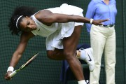 Serena Williams a connu quelques difficultés au début... (AFP, Leon Neal) - image 3.0