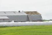 Les vents violents ont arraché une partie du... (Photo Le Quotidien, Gimmy Desbiens) - image 2.0