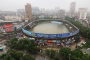 Un stade de la province du Hubei transformé... (PHOTO REUTERS/STRINGER) - image 2.0