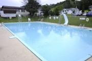 Certaines piscines étaient vides, mardi, avec la pluie... (Photo Le Quotidien, Mariane L. St-Gelais) - image 4.0
