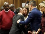 Le Sud-Africain Oscar Pistorius, idole déchue des stades,... (AP, Narco Longari) - image 2.0