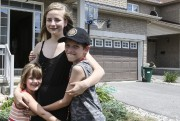 Annaka a sauvé sa soeur Véronica et son... (Patrick Woodbury, LeDroit) - image 3.0