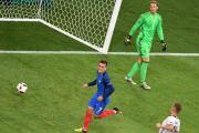 L'attaquant français Antoine Griezmann (à gauche) a déjoué... (Photo Pascal Guyot, AFP) - image 1.0