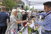 Les festivaliers ont profité de la soirée pour... (Photo Le Quotidien, Rocket Lavoie) - image 1.1