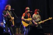 Polo Bellemare (au centre), le chanteur des Frères... (Photo Le Quotidien, Rocket Lavoie) - image 1.1