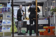 Les policiers ont passé quelques heures à l'intérieur... (Photo Le Quotidien, Rocket Lavoie) - image 1.1