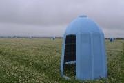 Plusieurs dizaines de dômes bleus servant de ruche... (Photo Le Progrès-Dimanche, Louis Potvin) - image 1.0