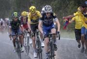 L'abandon d'Alberto Contador, dimanche, n'est pas... (AFP, Kenzo Tribouillard) - image 4.0