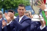 Cristiano Ronaldo et ses coéquipiers de laSelecçao célèbrent... (imag Noemie Olive, reuters) - image 4.0