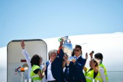 Comme un symbole, le coach et sa vedette... (PHOTO PATRICIA DE MELO MOREIRA, AFP) - image 3.0