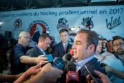 Geoff Molson,propriétaire et présidentdu Canadien, hier midi, lors... (Photo Marco Campanozzi, La Presse) - image 2.0