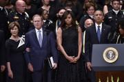 De gauche à droite : Laura Bush, l'ancien... (AFP, MANDEL NGAN) - image 2.0