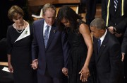 Laura Bush, George W. Bush, Michelle Obama et... (PHOTO AP) - image 2.0