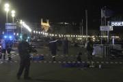 Des dizaines de personnes ont été tuées jeudi soir à... (PHOTO VALERY HACHE, AFP) - image 8.0