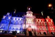 L'hôtel de ville de Montréal a été illuminé... (Photo tirée de Twitter @DenisCoderre) - image 1.0