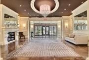 Voici le hall luxueux qui accueille les visiteurs.... (Photo fournie par Royal LePage Le Carrefour) - image 2.0