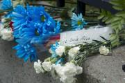 Des gerbes de fleurs ont été déposées le... (Martin Roy, LeDroit) - image 2.0