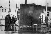 Après avoir évincé les travailleurs, les policiers de... (Archives Société historique du Saguenay) - image 2.1