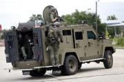 Des agents lourdement armés du FBI se sont... (PHOTO AP) - image 3.0