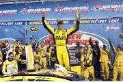 Matt Kenseth a remporté l'épreuve de la Coupe... (Jim Cole, The Associated Press) - image 2.0