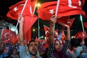 Le président Recep Tayyip Erdogan a instauré l'état d'urgence pour trois... (AFP) - image 2.0