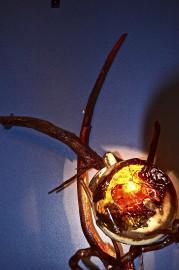 Une lampe d'ambiance réalisée avec des matériaux récupérés... (Photo collaboration spéciale, Johanne Fournier) - image 1.1
