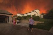 Des résidents sont forcés de quitter leurs maisons.... (AFP, David Mcnew) - image 1.0
