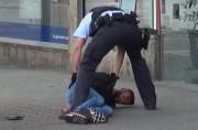 Une capture vidéo montre l'arrestation du suspect.... (AP) - image 2.0