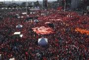 Des milliers de Turcs sont venus dire leur... (AFP, BULENT KILIC) - image 3.0