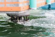 L'installateur flottant possède six ancres de 15 tonnes... (PHOTO FOURNIE PAR INFRASTRUCTURE CANADA) - image 5.0