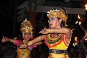 Les danseuses des troupes de danse traditionnelle bougent... (PHOTO AUDREY RUEL-MANSEAU, LA PRESSE) - image 7.0