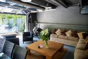Début juin, le garage devient un pavillon de... (PHOTO ALAIN ROBERGE, LA PRESSE) - image 2.0