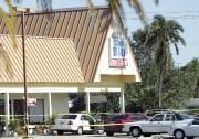 Les tirs ont éclaté sur le stationnement de... (AP, Lynne Sladky) - image 1.0