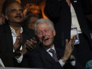 Bill Clinton applaudit pendant le discours de Michelle... (REUTERS) - image 2.0