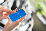 Un nouveau recul des ventes de l'iPhone a entraîné une... (123RF/Marcel De Grijs) - image 3.0