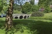 Le jardin à l'anglaise se caractérise par un... (Wikimedia Commons, Hans Bernhard) - image 2.0