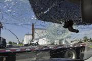 Des centaines de voitures ont été endommagées par... (Photo Le Quotidien, Rocket Lavoie) - image 5.0