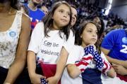 Des fillettes portant des t-shirt disant «Je peux... (AP, Andrew Harnik) - image 6.0