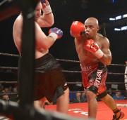 Oscar Rivas (rouge) contre Jeremiah Karpency (noir)... (Le Soleil, Jean-Marie Villeneuve) - image 3.0