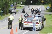 Chaque automobiliste ou motocycliste était intercepté et devait... (Photo Le Progrès-Dimanche, Gimmy Desbiens) - image 2.0