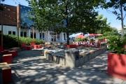 La place publique devant la bibliothèque Charles-H.-Blais, sur... (Le Soleil, Erick Labbé) - image 2.0