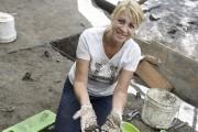 Marlène Pineault joue le rôle d'archéologue en herbe... (Photo Le Quotidien, Mariane L. St-Gelais) - image 3.1