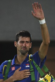 Les larmes au yeux, Novak Djokovic salue la... (AFP, Roberto Schmidt) - image 4.0