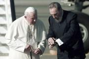 Fidel Castro et le pape Jean-Paul II... (AFP) - image 9.0