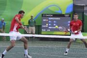 Vasek Pospisil et Daniel Nestor affrontaient les Espagnols... (AFP, Luis Acosta) - image 4.0