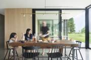 La famille réunie dans la salle à manger.... (PHOTO MAXIME BROUILLET, FOURNIE PAR LA SHED ARCHITECTURE) - image 2.0