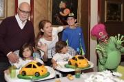 La famille Dion-Angélil réunie lors d'un anniversaire des... (Tirée du Facebook de CÉline Dion) - image 7.0